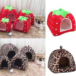 2019 cestini per animali da compagnia Soft Strawberry Leopard Pet Dog Cat Tent Canile Canile Inverno caldo Cuscino Cesto Letto per animali Caverna Prodotti per animali domestici Forniture cestini per animali da compagnia economici