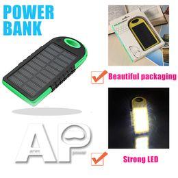 lanterna bateria externa Desconto Carregador de bateria impermeável portátil universal do carregador do poder Carregador de bateria impermeável portátil do carregador solar para todo o telefone celular