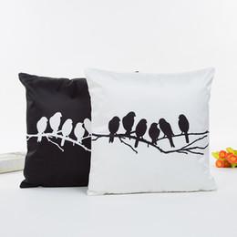 Almohada negra blanca aves online-Árbol Pájaro Pluma Jaula de pájaros Diente de león Color blanco y negro Funda de cojín Fundas de almohada 45X45 cm Sofá decorativo funda de almohada