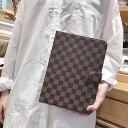Leder schutzhülle ipad online-Vintage Plaid Print Flip Ledertasche für iPad Schachbrettmuster Quadrat Gitter Halterung Holster Schutzhülle mit 6 Kartensteckplatz