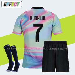 reputable site c0161 3dcdb sport-kits Rabatt 2018 Juventus RONALDO Soccer Jerseys Soccer Trikots Full  Kits DYBALA Men Kit