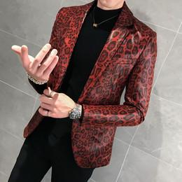 2019 couro de pele de leopardo Figurinos jaqueta de couro para cantores Brasão solto Blaser Homens Terno Masculino Autumn Leopard Print Mens Blazer pele Suit couro de pele de leopardo barato