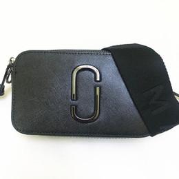 2019 Nuevo bolso de la cámara Correa ancha para el hombro Color mezclado Pequeño bolso cuadrado Bolso de cuero de las señoras Cremallera doble Pequeño bolso de hombro M J190612 desde fabricantes