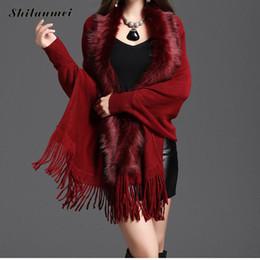 d430759a55f Vintage femmes fausse fourrure manteau gland ponchos et capes col de  fourrure artificielle robe de mariée mariée châle cap dame outwear rouge  bleu