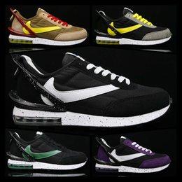 Relógios azuis em execução on-line-[Com relógio do esporte]Designer shoes men women Nike AIR MAX  tênis amarelo Shoes homens clássicos Running Shoes Triplo Preto Azul Vermelho Branco Sports Mulheres  Sports Shoes