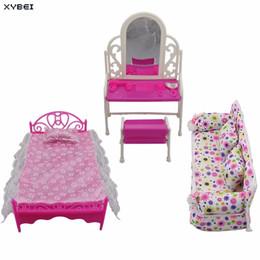 Casas de muñecas muebles online-3 Artículos / lotes = 1x Muebles de Cama para Muñecas + 1x Tocador de Casa + 1x Sofá de Tela de Flores Para Accesorios de Muñeca Barbie Regalo de Cumpleaños Q190521