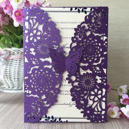 Decorazioni di carta viola online-Viola 3D farfalla fiore giardino cancello laser cut perla carta invito a nozze festa di compleanno decorazione tasca carta