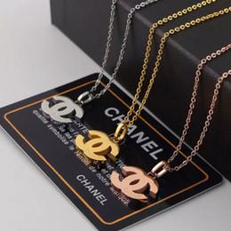 collana di fiore della resina smaltata Sconti Designer Collana Coppia Collana Moda Collana con ciondolo lettera di lusso Collana in acciaio placcato in titanio 18K X donne per regalo di compleanno