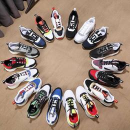 Zapatillas de deporte de gama alta online-Dior B22 Sneaker Calfskin Entrenadores Hombres Low Top De gama alta de edad Casual Zapatos de Mujer Zapatillas de Lona Planas Retro Patchwork Algodón Cordones 35-44