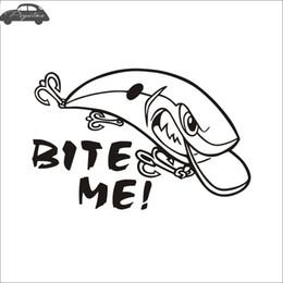 Ángulos de plástico online-Pegatina Fish Bite Me Hunter Calcomanía Pesca con caña Tienda Hollow Sticker Barco de Pesca Ventana de Coche Vinilo Calcomanía Divertido Poster