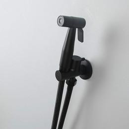 Duchas de pared pulverizadores online-Baño montado en la pared Bidet Faucet Kit. Cabezal de ducha ajustable de flujo de rociador de bidé de mano fría simple Manguera de ducha de 1.5 metros