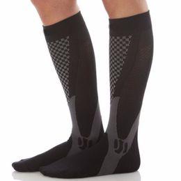 bolas masculinas estiradas Rebajas Nueva llegada 2018 Calcetines de compresión elásticos para piernas para hombres Calcetines suaves y transpirables para hombres Calcetines debajo de la rodilla Mujeres Liberan estrés