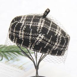 Nouveau tmperament lady mesh béret de laine à carreaux chapeau de  citrouille écossais noir et blanc à la mode européenne et américaine 8eb88f5b29d