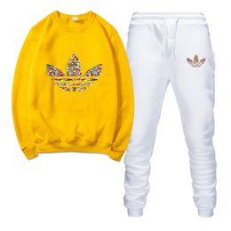 Спортивная одежда спортивная одежда мужчины онлайн-Дизайнер моды бренд спортивный костюм мужская теплая спортивная одежда беговая одежда Мужские спортивные костюмы печать костюм мужская рубашка + брюки костюм
