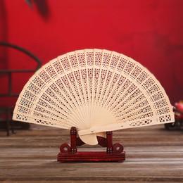 Ventagli in legno di sandalo Ventilatori pieghevoli Ventilatori cavi tradizionali cinesi Regali per bambini in legno per baby shower Bomboniere da
