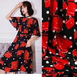 1 Metro Otoño Verano Tela Suave Cady, Bolso rojo Punto Impreso Color Tejido de Poliéster Tissu, mujeres Vestido de Fiesta Ropa Diy desde fabricantes