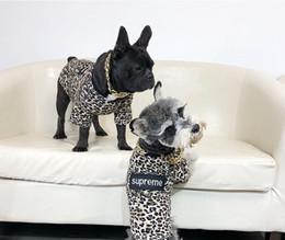 fresco cão roupa Desconto Dog Hoodies Carta Impresso Dog Hoodies Pet Moda Moletons Pet Vestuário Teddy Filhote Novo Vestuário Legal Pet Roupas UPA111