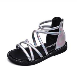 Strass sandales gladiateur argent en Ligne-Fille Sandales Eté Princesse Romaine Chaussures Noir Argent Gun couleur Strass Open-toe Enfants Filles Sandales De Plage Chaussures Enfants Zip Doux