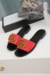 Sandalias con suela de cuero de verano de las mujeres online-Nuevas zapatillas de verano de alta calidad para mujeres, sandalias de mujer de suela plana de caucho de piel de becerro, zapatos informales de 35 a 45 yardas sin cargo.