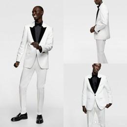 2019 progettista dimagrente adatta il nero bianco Estate Handsome White Groom Wear Nero Risvolto con risvolto Slim Fit Smoking da smoking Mens Designer Pantaloni Tute (Jacket + Pants) sconti progettista dimagrente adatta il nero bianco