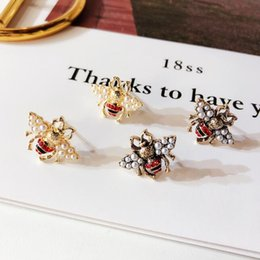 2019 vintage gold perle ohrringe Modedesigner-Bienen-Bolzen-Ohrringe für Frauen-Luxuslegierungs-Weinlese-Perlen-kupferne Bienen-Art-Ohrring-Schmuck-Geschenke günstig vintage gold perle ohrringe