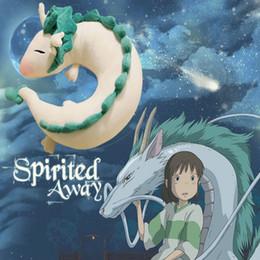 Almohadas de anime online-Al por mayor- Anime Ghibli Miyazaki Hayao juguete de felpa Spirited Away Haku 28cm Muñeca linda peluche de peluche de juguete Cuello en forma de U Regalos de Navidad