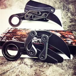Cuchillos tácticos Caswell de gama alta Cuchillo Karambit Garra M390 Hoja de lavado de piedra negra Mango de acero inoxidable EDC Navajas de bolsillo Regalo de Navidad desde fabricantes