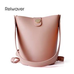 elegantes bolsos negros Rebajas Relwaver cuero genuino bolsa de mensajero de moda zurriago cubo cerrojo negro mini bolso de hombro de las mujeres elegantes bolsos de cuero