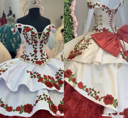 Robes de bal vert épaule en Ligne-Gorgeous Gold Red Green Embroidery Quinceanera Dresses Charro Off The Shoulder Bow Tiered Satin Ball Gown Prom Dress 7th Grade Sweet 15 Dres