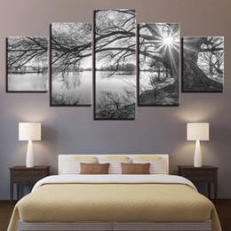 Arbre blanc toile art mural en Ligne-Mur Art 5 Pièces Toile Photos Pour Le Salon Affiche Cadre Lakeside Grands Arbres Peintures Noir Blanc Paysage Décor À La Maison