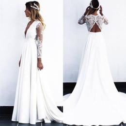2019 Nuevos vestidos de novia de encaje Blanco / Marfil Una línea Vestido de novia de manga larga con cuello en V de playa V Plus Talla grande Gow de boda por encargo desde fabricantes