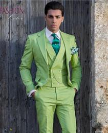 2019 cravatta verde chiaro giubbotto Fashion Light Green Groom Tuxedos Notch Risvolto Groomsmen Mens Abito da sposa Eccellente uomo Giacca Blazer 3 pezzi Suit (Jacket + Pants + Vest + Tie) 51 cravatta verde chiaro giubbotto economici