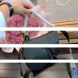 2019 rosa leder gekreuzte mini tasche 2020 berühmt neue Brief Umhängetasche hochwertige echtes Leder Messenger Tasche Luxus Satteltasche Designer-Handtasche der Frauen