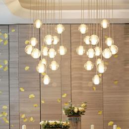Brillo de luz led online-Moderna escalera grande de cristal accesorios de iluminación de araña de cristal colgando brillo cristal largo loft bolas de vidrio lámpara de araña