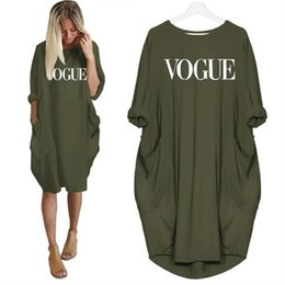 nuovi tee grafici Sconti 2019 New Fashion Vogue Letters Stampa T-Shirt Per donne Pocket Top Tshirt T-Shirt Ritagliate Graphic Tees Donna Streetwear Donna Y19051104