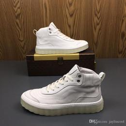 scarpe hip hop uomini Sconti Tide da uomo 2019 Nuove scarpe alte in vera pelle Scarpe da uomo piccole bianche per il tempo libero Hip-hop Middle-Up Scarpe Martin da uomo comode