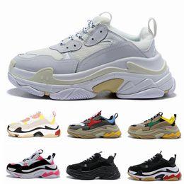 scarpe da trekking per le donne Sconti Paris 17FW Scarpa da trekking Triple S Scarpa di lusso per papà Chaussures Femme Triple S 17FW Sneakers di design da uomo Donna Vintage Old Grandpa Trainer