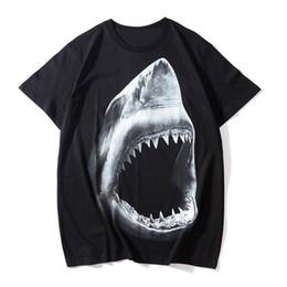 Camiseta Designer de luxo Designer tubarão impressão de manga curta Camisas Homens Mulheres Verão Camisetas Unisex Tees Tamanho S-XXL de