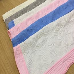Courtepointe en Ligne-Couvertures bébé 100% coton broderie Couverture Ruffle Quilt bébé bébé emmaillotage été Accueil fournit ZZA1368