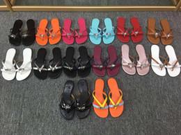 Флип-флоп украшения онлайн-Chaussures Femme 2020 новые летние плоские туфли женской Gladiator тапочки металлические украшения снаружи вьетнамки Zapatos де Mujer