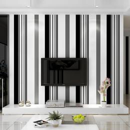 2019 film de papier noir Moderne minimaliste Haute qualité papier atmosphère mode noir et blanc gris rayé papier peint TV fond mur papier film salon film de papier noir pas cher