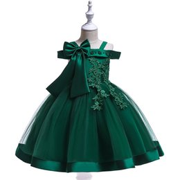 Wholesale 2018 perlen Spitze Blumenmädchenkleider Grüne Organza Pageant Kleider Für Hochzeiten Bodenlangen Schulterfrei Erstkommunion Kleider Für Mädchen