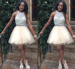 Vestidos de fiesta de dos piezas para adolescentes online-Vestidos cortos de regreso a casa para adolescentes Jewel Halter Crystal Beading Tulle Open Back Two Pieces Short Prom Dresses