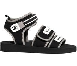 Semelles de filles noires en Ligne-Marque Femmes Imprimer Lettre Noir Tissu Sandale Boucle Strap Mode Fille Open Toe En Caoutchouc Unique Sandales Casual