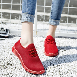 2019 sapato de corrida de cor sólida 2019 cor sólida mulheres sneaker oco baixa top malha running shoes outdoor feminino lace up calçados esportivos tamanho 35-41 desconto sapato de corrida de cor sólida