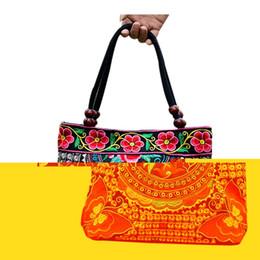 Bolsos etnicos chinos online-Estilo chino Mujeres Bolso Bordado Étnico Moda de verano Flores hechas a mano Señoras Tote Bolsos de hombro Cross-body