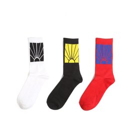 2019 marca de calcetines japoneses Muy bien Diseño de marca de alta calidad Nuevos calcetines para hombre Harajuku de algodón Venta caliente Moda casual tendencia calcetines de Navidad marca de calcetines japoneses baratos