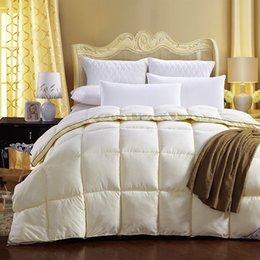 2019 coperta gialla bianca Modern Style Yellow Bedding Quilting Seam dell'anatra giù + Feather Down + velluto trapunta di seta Duvet per la copertura di Bianco Consolatore inverno era coperta gialla bianca economici