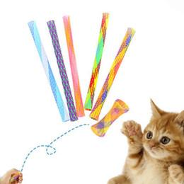 2019 papier spielzeug zug Pet ausfahrbaren Katze Stock neuartiges Spielzeug Netzschlauch Spule willkürliche Feder Qualität Nylon Katzenspielzeug freies Verschiffen