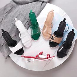 Pantalones cortos de pvc online-2019 nuevo diseño de moda para mujer pvc tacones cortos sandalias oficina dama casual fresco vacaciones de verano playa zapatos de tacón suave dama negro tamaño grande 40